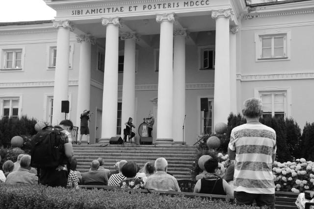 """XVIII Festiwal """"Muzyka w świetle księżyca"""" - fotorelacja z imprezy w Pałacu Lubostroń"""