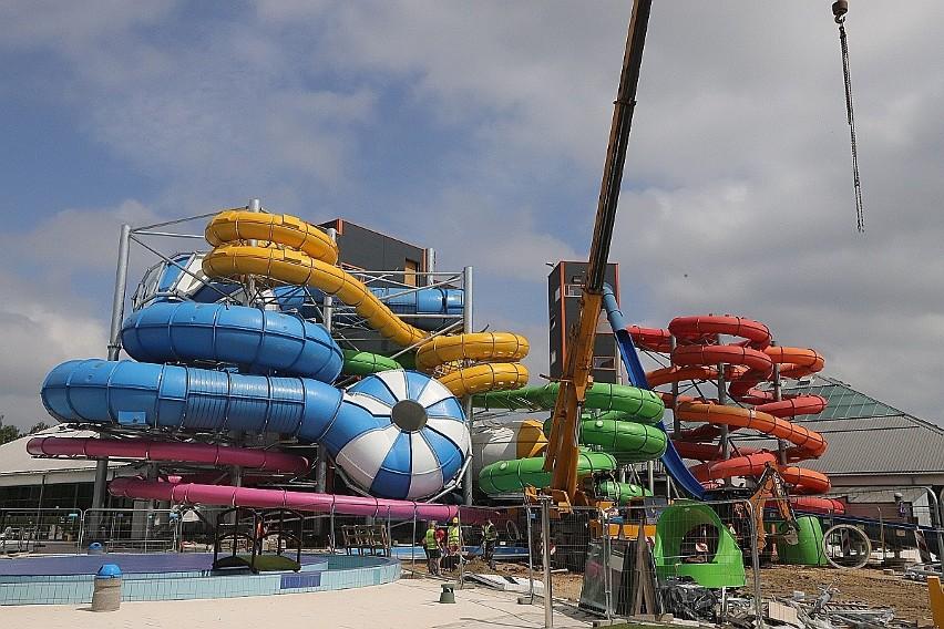 Zakończyła się budowa czterech nowych zjeżdżalni w Aquaparku Fala. Ale na ich otwarcie trzeba poczekać jeszcze ponad dwa tygodnie. Goście będą mogli zjeżdżać dopiero od połowy sierpnia.CZYTAJ DALEJ NA KOLEJNYM SLAJDZIE