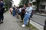 Strajk okupacyjny w Sosnówce. Rodzice uczniów nie chcą oddać szkoły