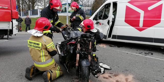 Wypadek na Strzemięcinie w Grudziądzu. Motocykl zderzył się z busem