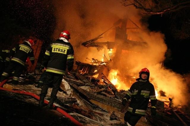 Strażakom nie udało się uratować budynku. Zdjęcie ilustracyjne.