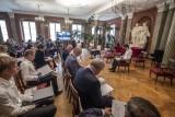 """Narodowe Czytanie 2020: """"Balladynę"""" czytano także w Poznaniu. Zobacz zdjęcia"""