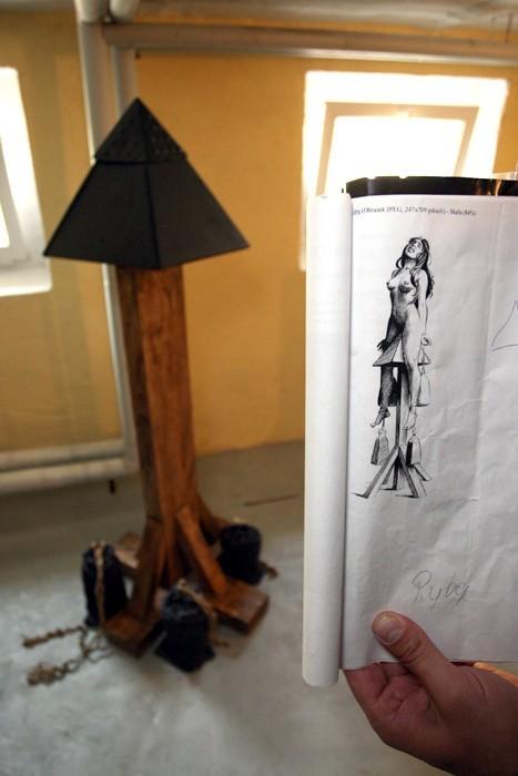 Wystawa narzedzi tortur w szkole policji