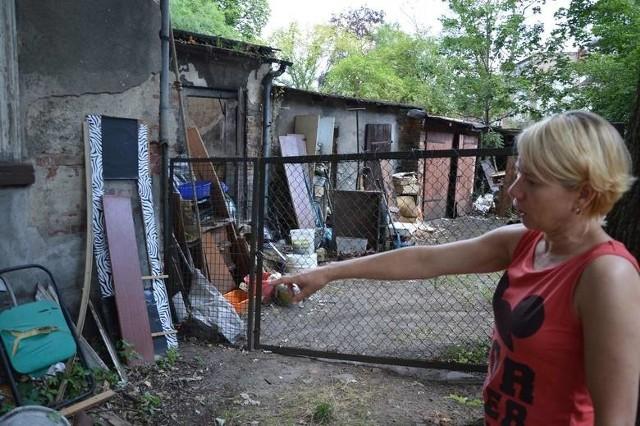 Mieszkańcy ul. Wandy skarżą się na bałagan przy ich kamienicy