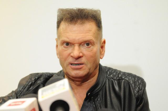 Krzysztof Rutkowski wielokrotnie zwoływał konferencje prasowe, na których ujawniał swoje wersje wydarzeń