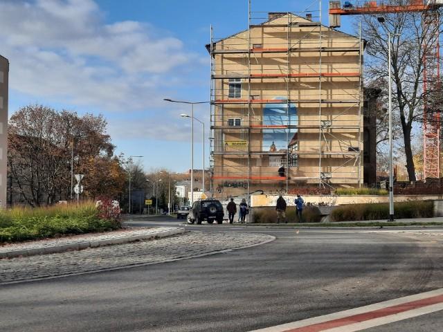 Mural trójwymiarowy powstaje na ścianie kamienicy przy ul. Jagiełły 15.
