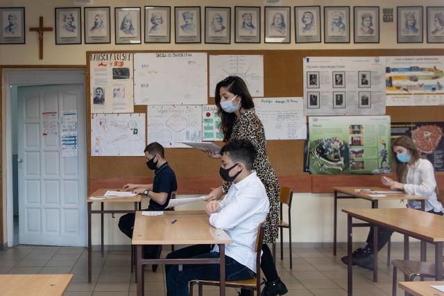 Za ósmoklasistami 3-dniowy próbny maraton egzaminacyjny. W piątek (19 marca) uczniowie rozwiązywali zadania z języka obcego nowożytnego. Większość wybrała język angielski.