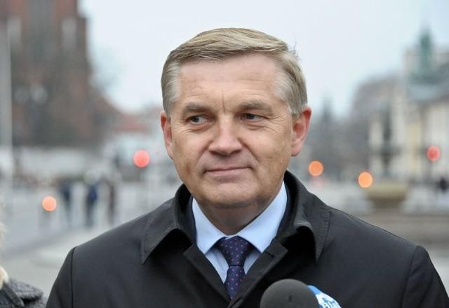 Prezydent Tadeusz Truskolaski nie zgadza się, by na ogrodzeniach stawianych przy placach budów mogli malować artyści