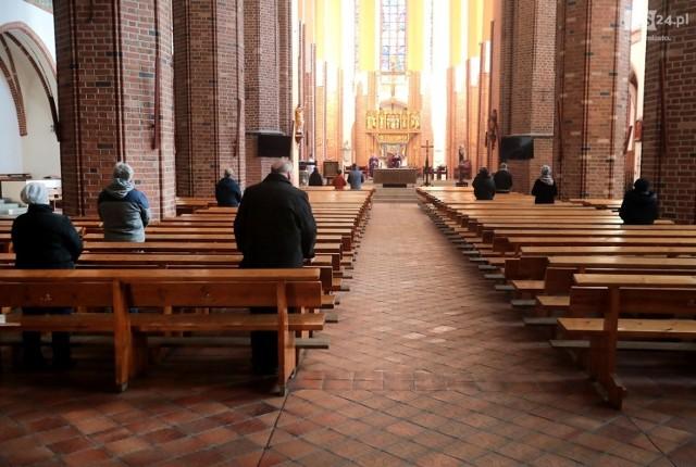 Czy trzeba iść w niedzielę, 25.10.2020 do kościoła? W woj. zachodniopomorskim jest dyspensa