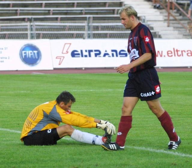 Rafał Grzelak (z prawej) z powodu kontuzji nie zagra przeciwko Wiśle Kraków. Do zdrowia po zapaleniu ucha wraca natomiast Krzysztof Pilarz (z lewej).