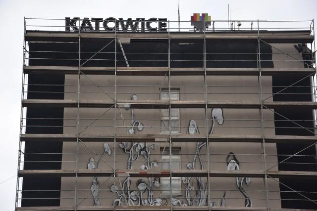 Powstaje ogromny mural na ścianie katowickiego Urzędu Miasta