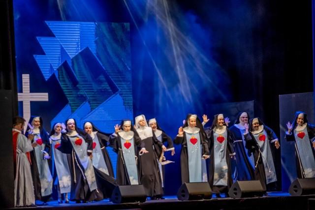 Przyszli tancerze Teatru Muzycznego w Poznaniu muszą się wykazywać umiejętnościami m.in. z zakresu tańca współczesnego