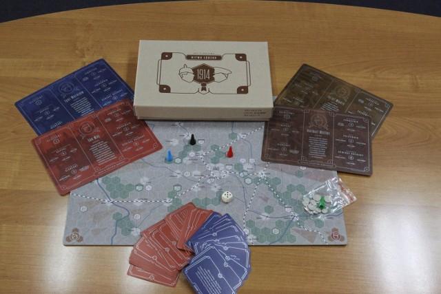 """Przeznaczona dla od dwóch do czterech graczy """"Bitwa Łódzka. 1914"""" to gra strategiczno-edukacyjna o tematyce wojennej"""
