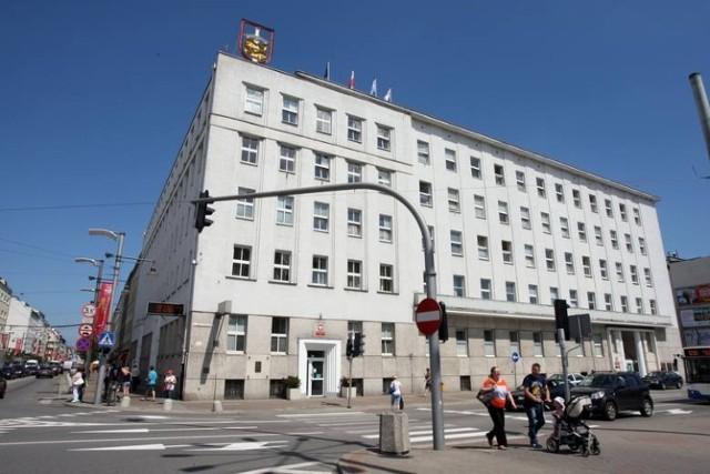 Nieuczciwy pracownik został już zwolniony dyscyplinarnie z Urzędu Miasta Gdyni.