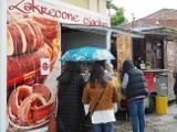 Street Food Festiwal - w sobotę pustki, w niedzielę tłumy. Plenerowa impreza w rytmie pogody. ZDJĘCIA