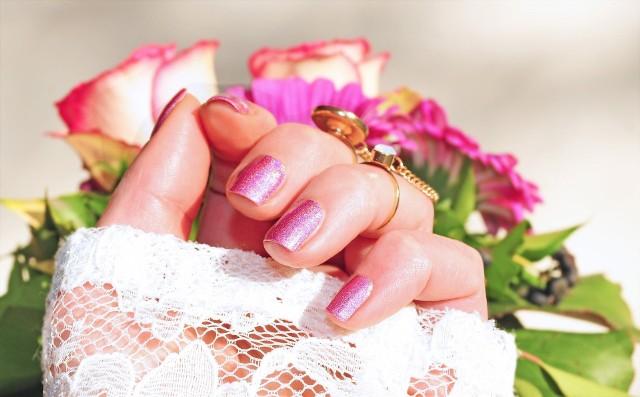 Trendy w manicure na lato 2020. Szukasz inspiracji? Przejrzyj naszą galerię!