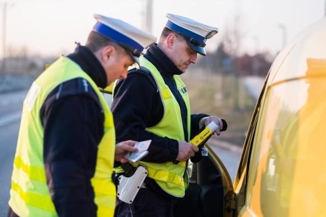 30-letni strażnik miejski z Chełmna wpadł na jeździe po alkoholu, gdy w Brzozowie policjanci z Chełmna prowadzili kontrole stanu trzeźwości