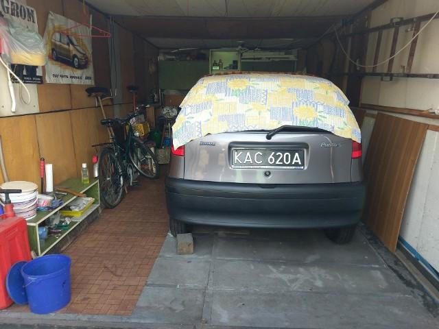Fiat punto lata spędził w garażu przykryty kocem