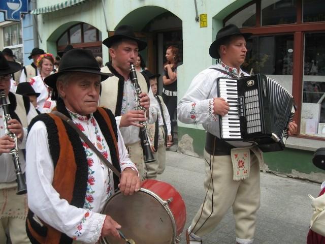 Festiwal rozpoczął wielki barwny korowód, który przeszedł ulicami miasta.