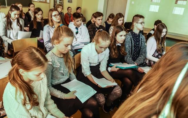 80 uczniów z 29 szkół z Bydgoszczy i okolic wzięło udział w piątkowym półfinale 8. edycji Bydgoskiego festiwalu Pięknego Czytania w Zespole Szkół Budowlanych.