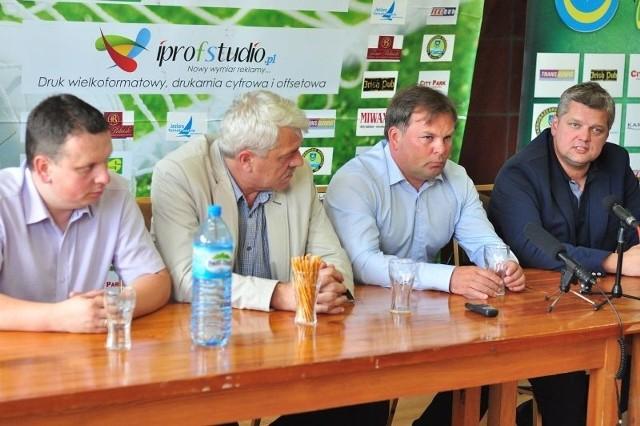Trenerzy, prezes i prezydent podczas wczorajszej konferencji prasowej.