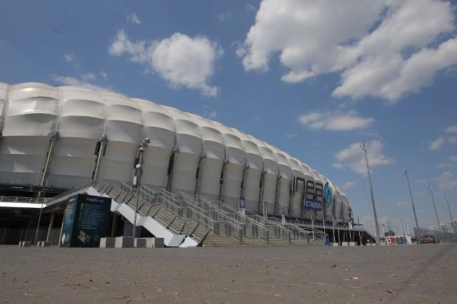 Stadion miejski + zyskaliśmy nowoczesny obiekt - ale kosztował fortunę. Rzadko udaje się go obecnie zapełnić
