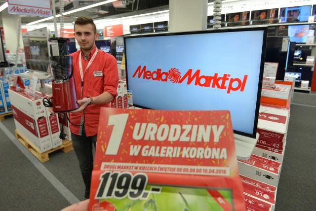 Pierwsze urodziny Media Markt. Jest dużo zniżek  Łukasz Strzelec z Media Markt w Galerii Korona w Kielcach prezentuje wyciskarkę i telewizor w hitowych cenach.