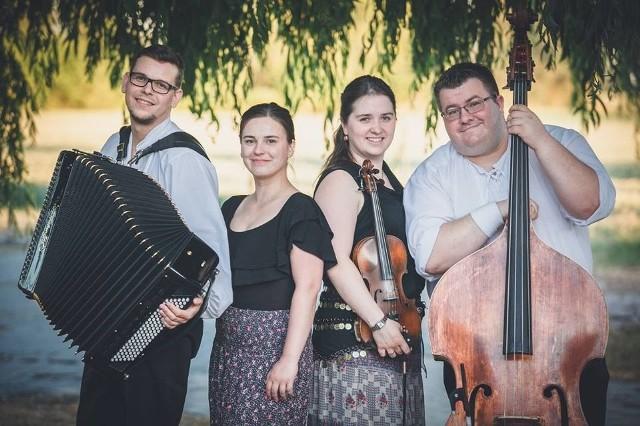 Kapela Karpati prezentuje muzyczne tradycje Karpat, Bałkanów, Rosji, Ukrainy i Polski.