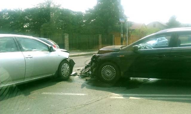 Wypadek w RzeszowieDwa samochody osobowe zderzyły się na  na skrzyżowaniu ulic Krzyżanowskiego i Paderewskiego w Rzeszowie. Zdjęcia z wypadku otrzymaliśmy od Internauty na alarm@nowiny24.pl.
