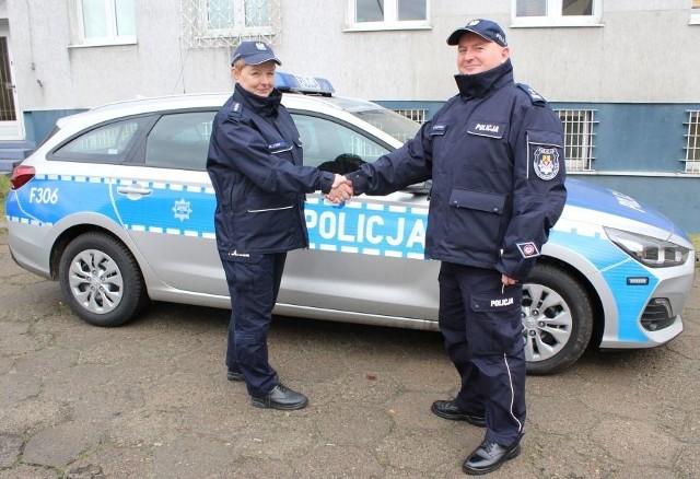 Grzegorz Radzikowski, komendant powiatowy policji w Łowiczu w poniedziałek (10 lutego) przekazał Marzenie Łysio, kierownikowi rewiru dzielnicowych kluczyki do nowiutkiego hyundaia i30