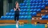 Rozgrywająca Developresu Rzeszów, Marta Krajewska przyszła na trening bez kul. Przed nią jeszcze daleka droga do powrotu na boisko [WIDEO]