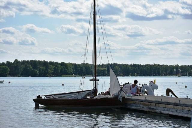 Podczas weekendu, turyści wybierający się nad jezioro Białe mogą jednak spodziewać się wzmożonych patroli policji