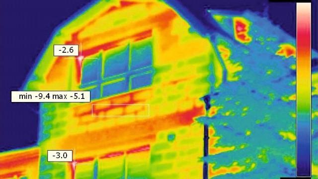 """Rozpoczęła się kolejna edycja akcji """"Trzymaj ciepło"""", poznańskie budynki zostaną przebadane przy użyciu kamery termowizyjnej."""