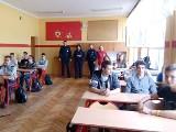 O dopalaczach i innych używkach z gimnazjalistami w Witowie rozmawiali radziejowscy policjanci