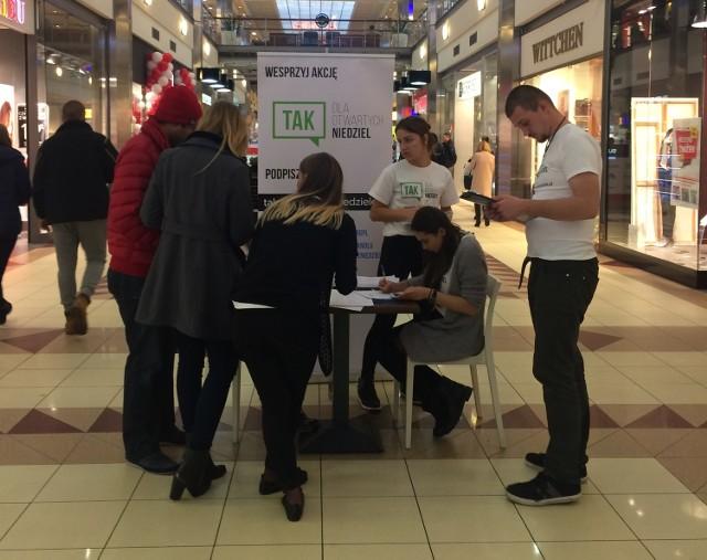 Tylko w miniony weekend, 75 tysięcy Polaków podpisało się pod petycją TAK dla otwartych niedziel. Petycja jest głosem osób, które nie przychylają się do projektu ustawy ograniczającej, a wręcz zakazującej handlu w niedziele i jednocześnie poparciem dla mądrych zmian Kodeksu Pracy w kwestii dobrowolności pracy w niedziele.