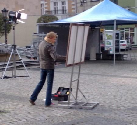 Bartosz Jędrzejak z TVN-u przygotowuje mapę pogody.