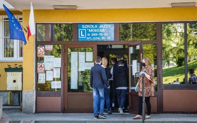 Sondaż: Polacy chcą by dzieci 1 września wróciły do szkół