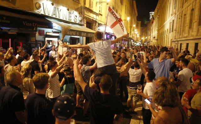 Angielscy kibice ani myślą wracać do ojczyzny na tym etapie Euro 2016