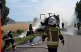 Pożar ciągnika przewożącego słomę w Kobylakach