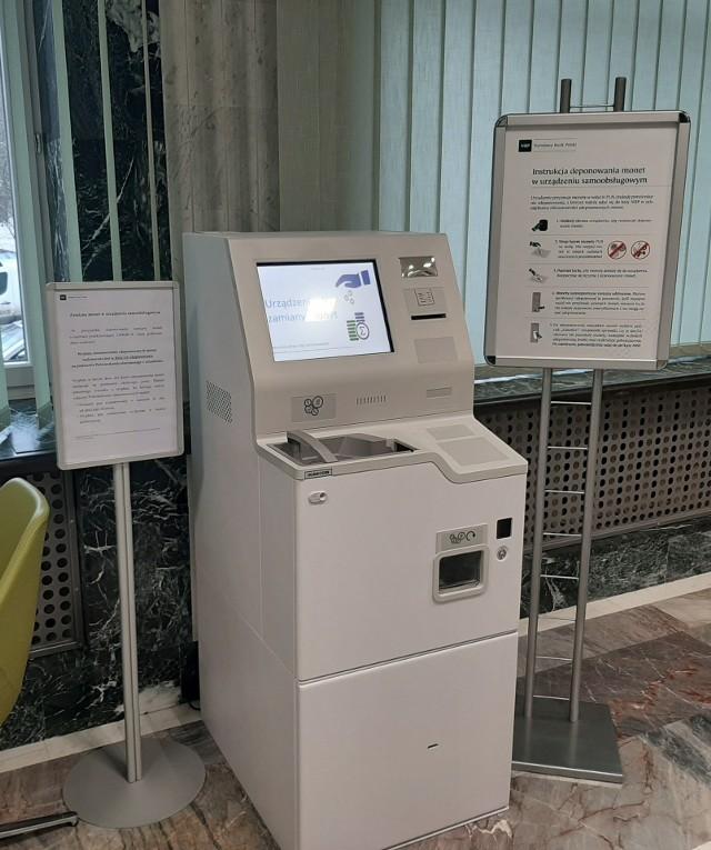 Urządzenie służące do zamiany bilonów na pieniądze o wyższych nominałach w oddziale NBP na ul. Pięknej 1 w Białymstoku