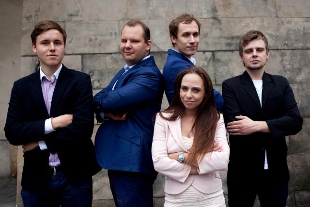 Ludzie Korwina w Małopolsce. Od lewej: Krzysztof Mech, Conrad Gadomski, Agata Banasik, Konrad Berkowicz, Grzegorz Garbula.