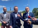 Platforma Obywatelska przed siedzibą... Prawa i Sprawiedliwości w Kielcach. Wskazali obietnice, które nie zostały zrealizowane [WIDEO]