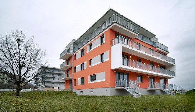 Budynki energooszczędneLudzie, którzy już wprowadzili w swoich mieszkaniach energooszczędne rozwiązania, zauważają efekt: niższe rachunki za energię.