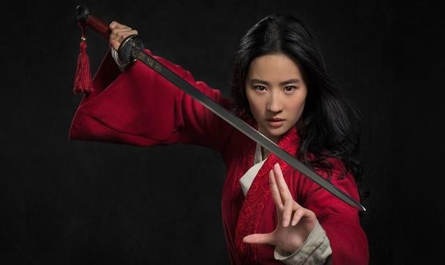 """Kina znów otwarte. Jedną z lipcowych przebojowych premier będzie widowiskowa produkcja """"Mulan"""""""