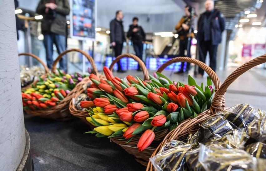 Dzien Kobiet 2019 Kwiaty Jakie I Gdzie Je Kupic Ceny Bukietow W Lidlu I Biedronce Gazeta Krakowska