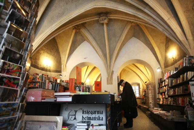 Do Księgarni Hetmańskiej zaglądały kiedyś tłumy czytelników. Dziś piękne wnętrze świeci pustkami