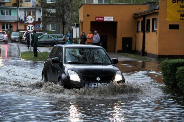 Burza w Wielkopolsce: Zalane ulice, piwnice oraz domy