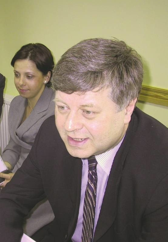 Jerzy Szmajdziński był częstym gościem w Głogowie. Zajmował się sprawami mieszkańców, a także kibicował głogowskiej drużynie piłki ręcznej. Jego biuro poselskie prowadziła Elwira Batorska.