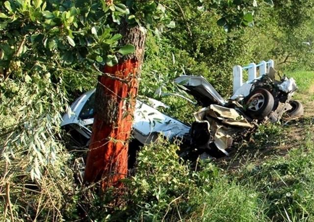W miejscowości Pieńki śmierć na miejscu poniosły cztery młode osoby