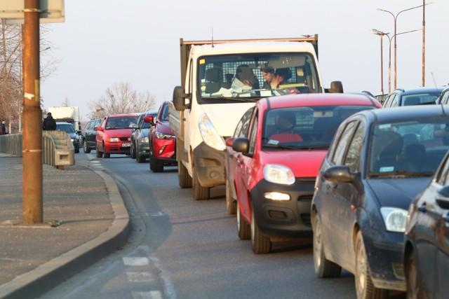 1 lipca wejdąw życie zmiany w Kodeksie Drogowym. Zdaniem rządzących znacznie poprawią bezpieczeństwo na drogach.